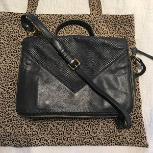 Lines Pelle Black Italian Leather Messenger Bag